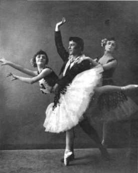 Elsa Vill, Elizaveta Gerdt and Pierre Vladimirov in the Pas de trois (ca. 1909)