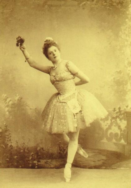 Pierina Legnani as Raymonda (1898)