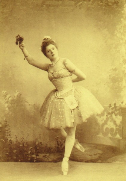 Pierina Legnani as Raymonda (1898)