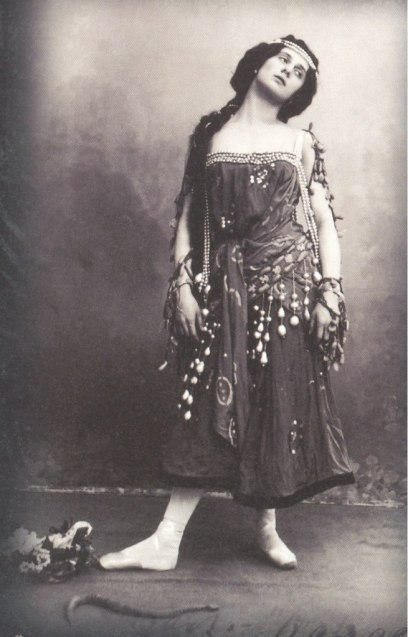 Anna Pavlova as Nikiya (ca. 1902)