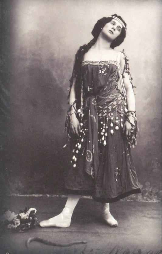 Anna Pavlova as Nikiya (ca. 1902)