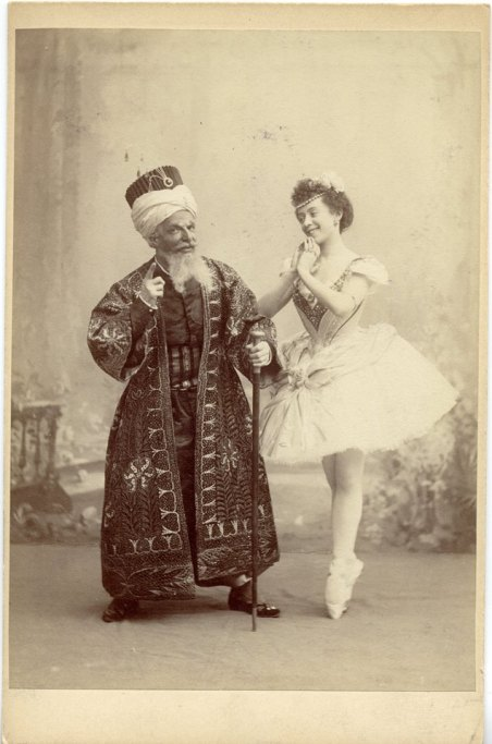 Alfred Bekefi as the Seyd Pasha and Olga Preobrazhenskaya as Gulnare (1899)