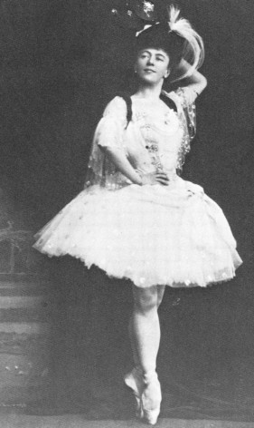 Olga Preobrazhenskaya as Raymonda in the Grand Pas Classique Hongrois (1902)
