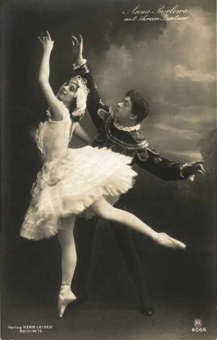 Anna Pavlova as Odette and Nikolai Legat as Prince Siegfried