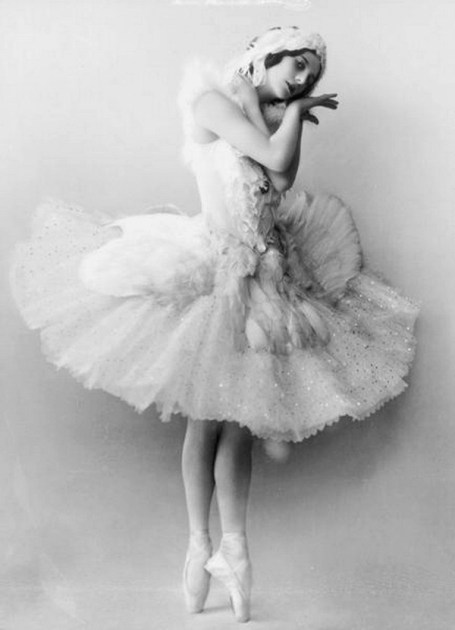 Anna Pavlova as the Dying Swan (1907)