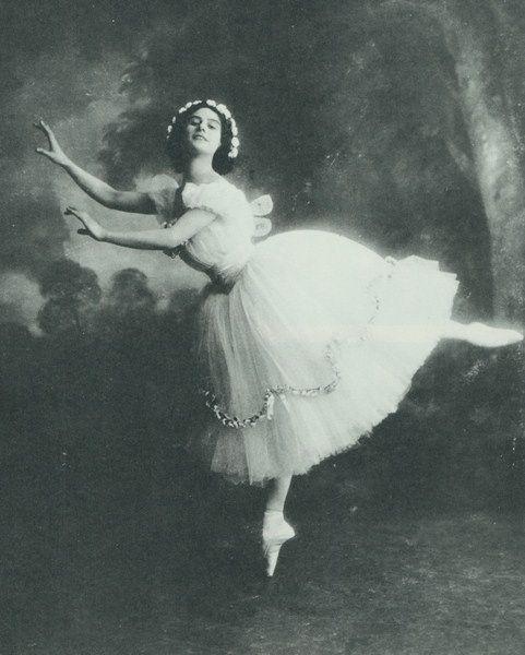 "Anna Pavlova in ""Les Sylphides"" (1909)"