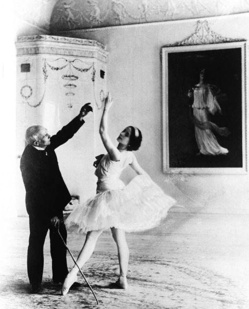 Maestro Cecchetti teaching Anna Pavlova