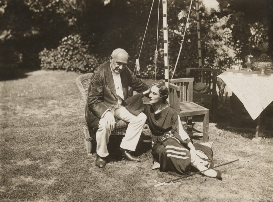 Maestro Cecchetti with Anna Pavlova in the garden of Ivy House (1927)