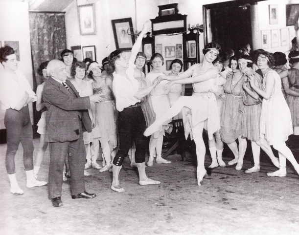 Maestro Cecchetti teaching in London (1921)