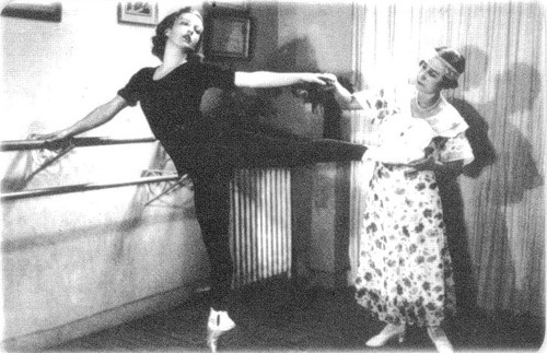 Matilda Kschesshinska teaching Tatiana Ryabushinsky