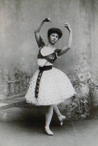 Alexandra Baldina as a bayadère (1900)