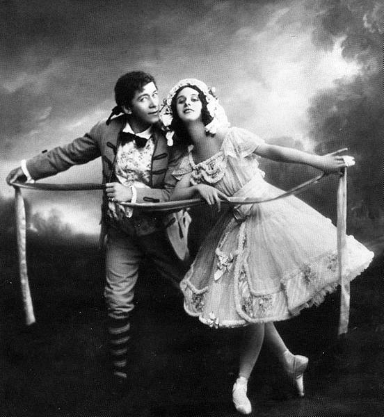 Nikolai Legat as Colas and Anna Pavlova as Lise (1909)
