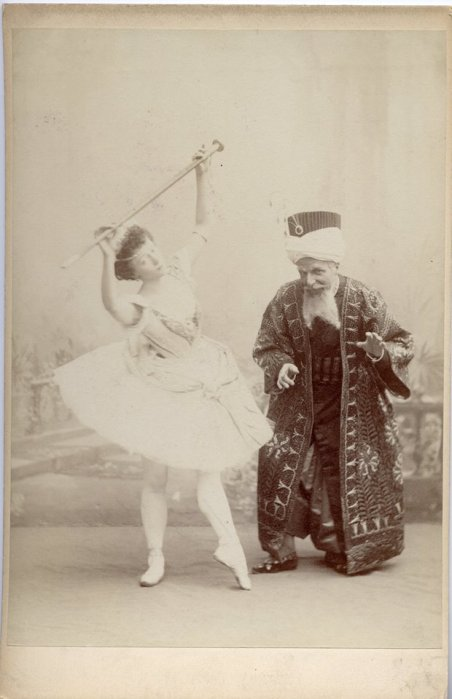 Olga Preobrazhenskaya as Gulnare and Alfred Bekefi as the Seyd Pasha (1899)
