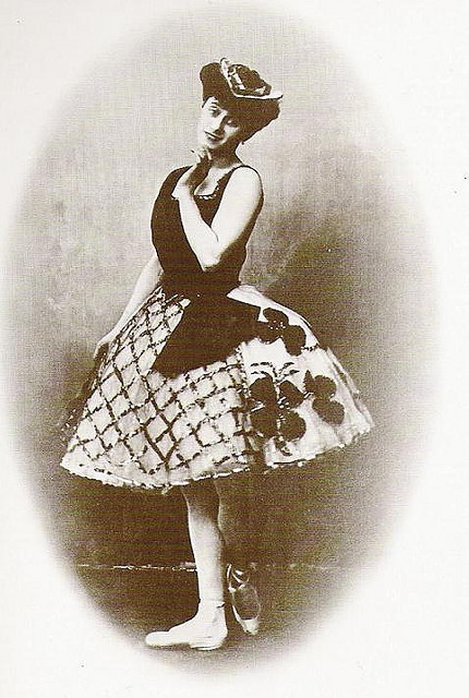 Anna Pavlova in the Swiss Pas de trois (ca. 1903)