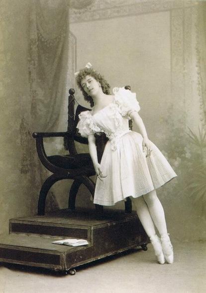 Olga Preobrazhenskaya as Swanhilda