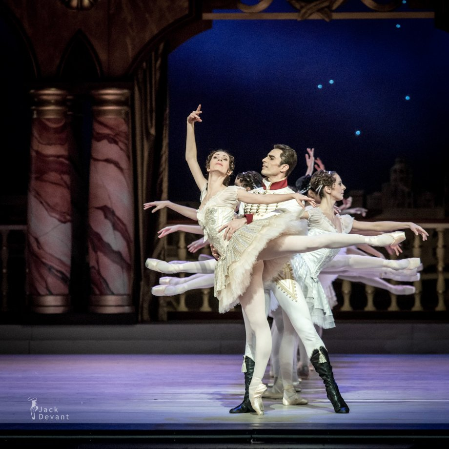 Grand Pas Classique, with Daria Sukhorukova as Paquita and Tigran Mikayelyan as Lucien (2014), photo by Jack Devant©