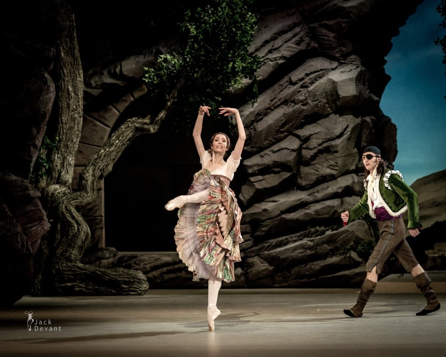 Daria Sukhorukova as Paquita and Cyril Pierre as Iñigo (2014), photo by Jack DevantDaria Sukhorukova as Paquita and Cyril Pierre as Iñigo (2014), photo by Jack Devant©