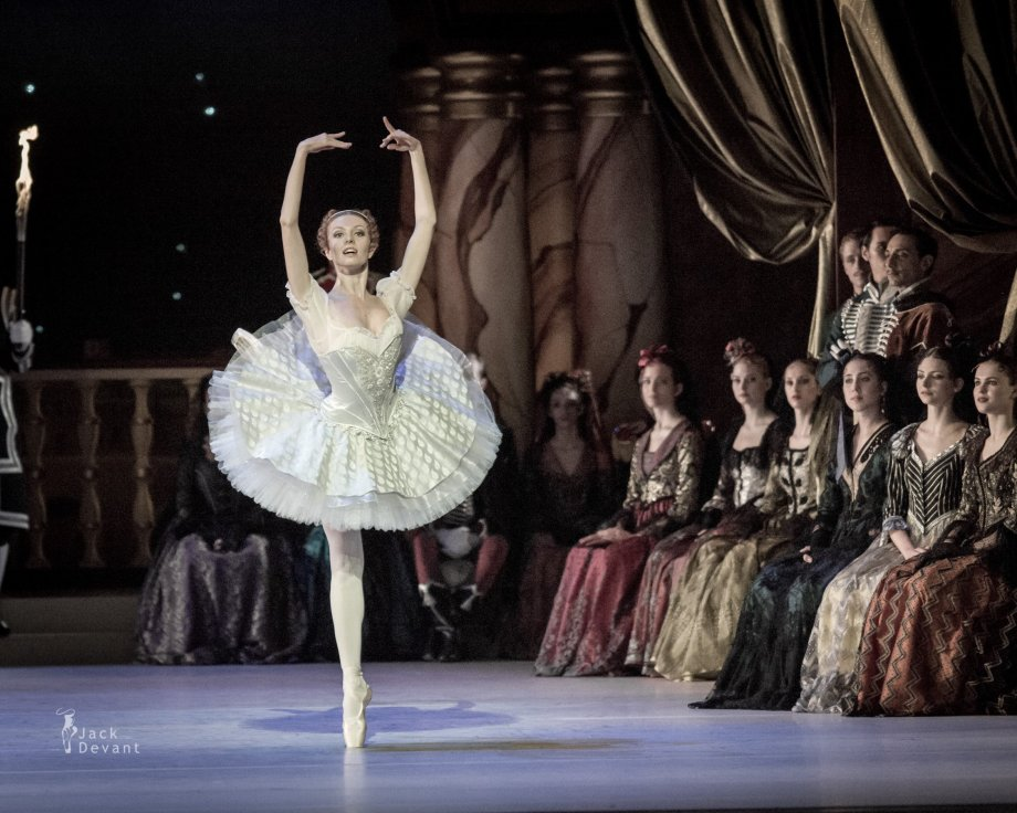 Grand Pas Classique, with Evgenia Dolmatova (2014), photo by Jack Devant©
