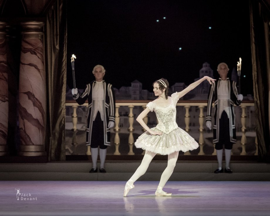 Grand Pas Classique, with Daria Sukhorukova as Paquita (2014), photo by Jack Devant©