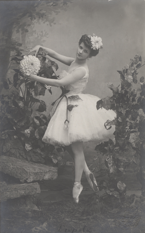Lyubov Egorova as the Blue Dahlia (1907)