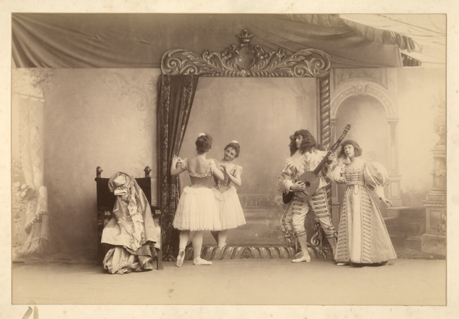 The Mirror scene: from left to right Pierina Legnani as Ysaure, Claudia Kulichevskaya as Ysaure's reflection, Sergei Legat as Arthur and Olga Preobrazhenskaya as Anne (1896)