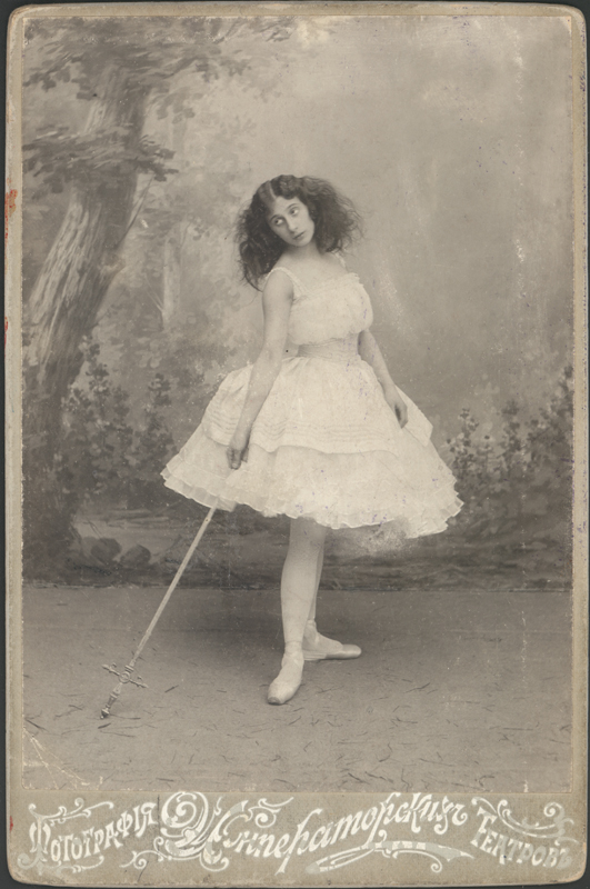 Anna Pavlova as Giselle in the mad scene (1903)