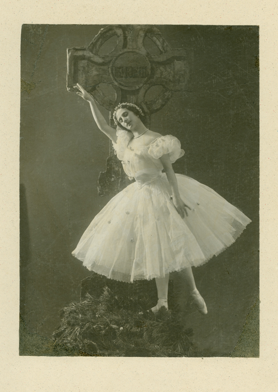 Anna Pavlova as Giselle (1903)