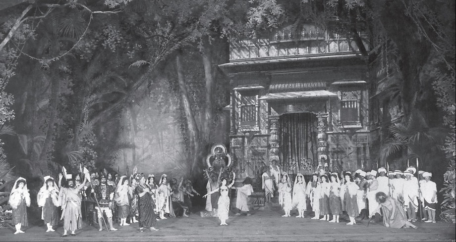Act 1 of the 1900 revival: in the centre is Matilda Kschessinskaya as Nikiya (1900)