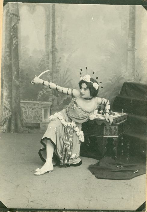 Anna Pavlova as Nikiya (1902)