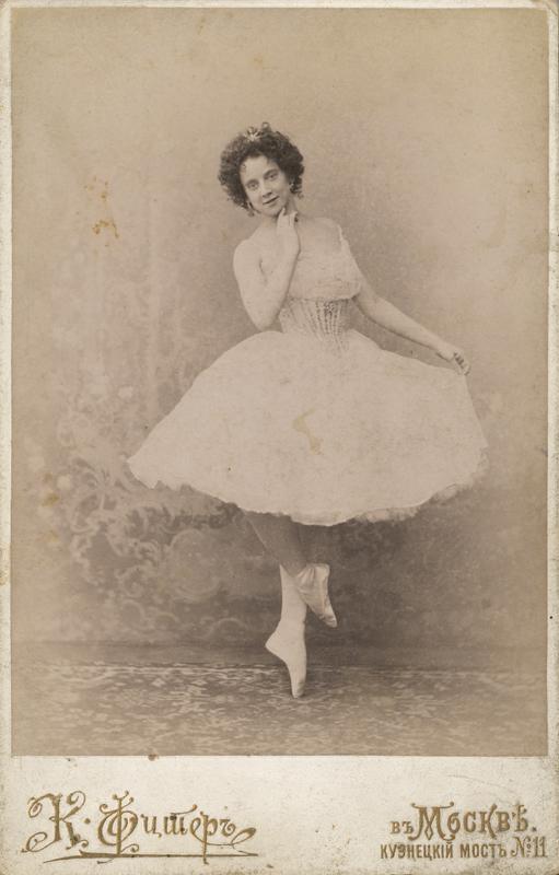 Adelina Giuri as Raymonda (1901)