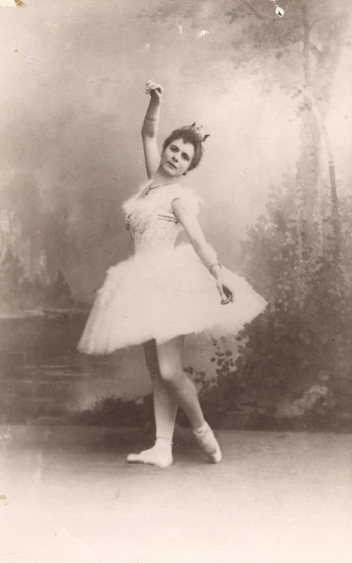 Pierina Legnani as Odette (1895)