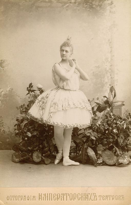 Anna Johannson as Eos/Aurora (1894)