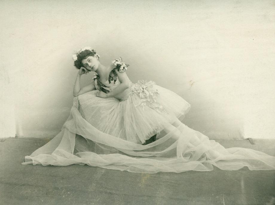 Anna Pavlova as Flora (1901)