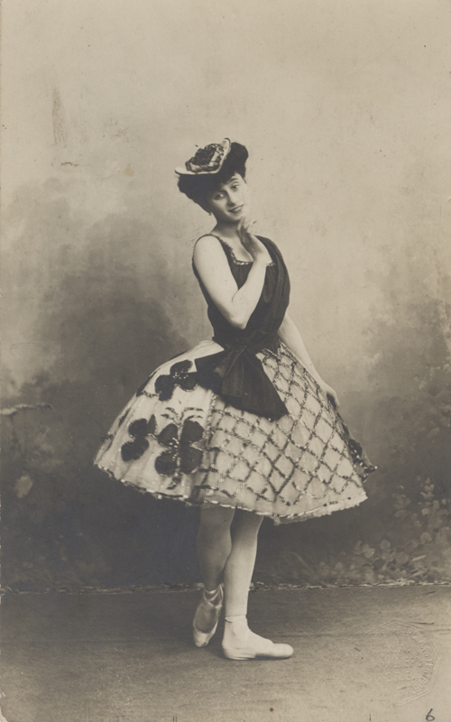 Anna Pavlova in the Swiss Pas de trois (1903)