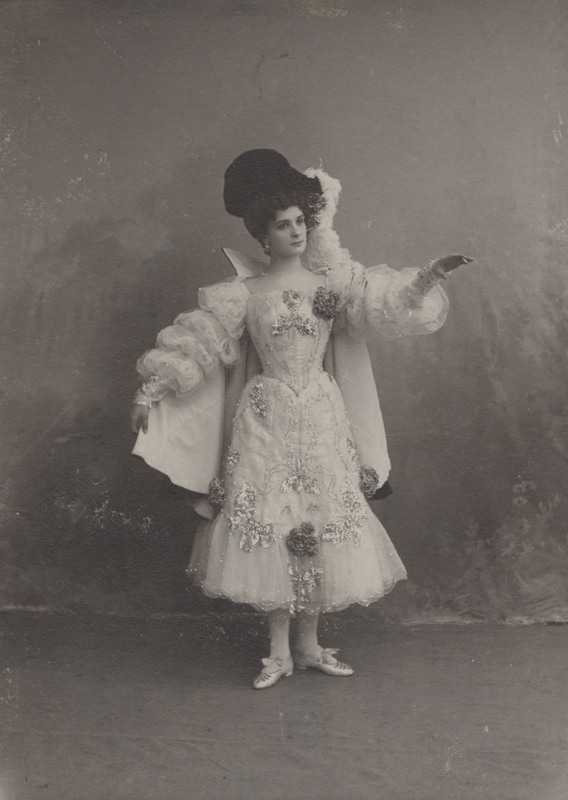 Lyubov Egorova as a Lady in the Princess's Retinue (1903)