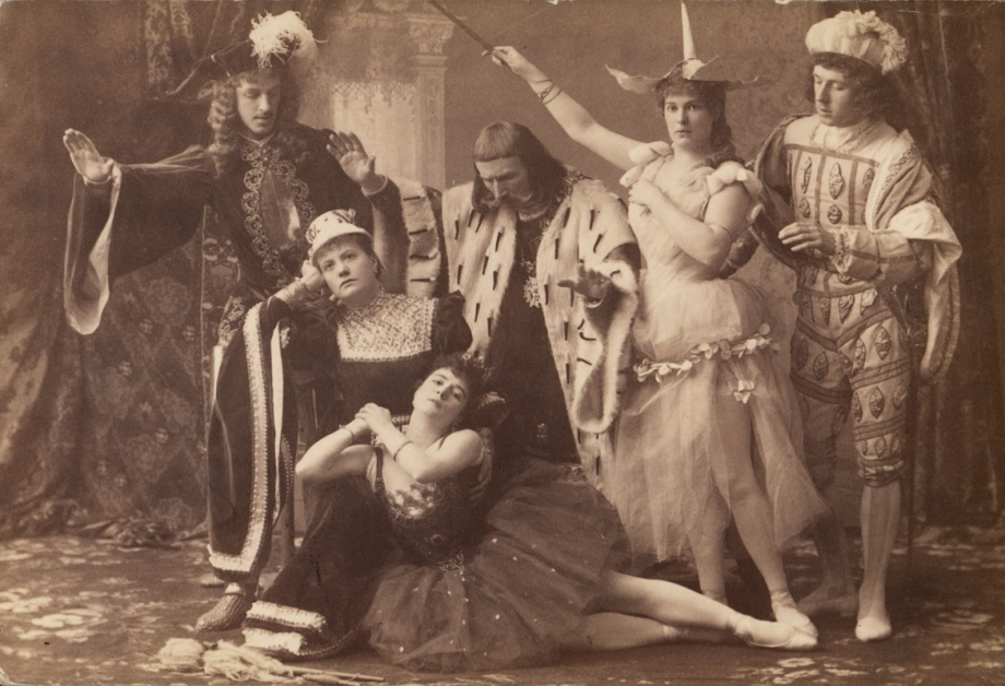 Act 1, Aurora pricks her finger: in the centre is Carlotta Brianza as Princess Aurora, Giuseppina Cecchetti as the Queen, Felix Kschessinsky as King Florestan XIV and Marie Petipa as the Lilac Fairy (1890)