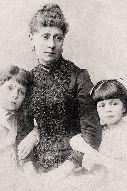 Lyubov Savitskaya, Petipa's second wife, and their youngest children - Marius and Vera (1889)