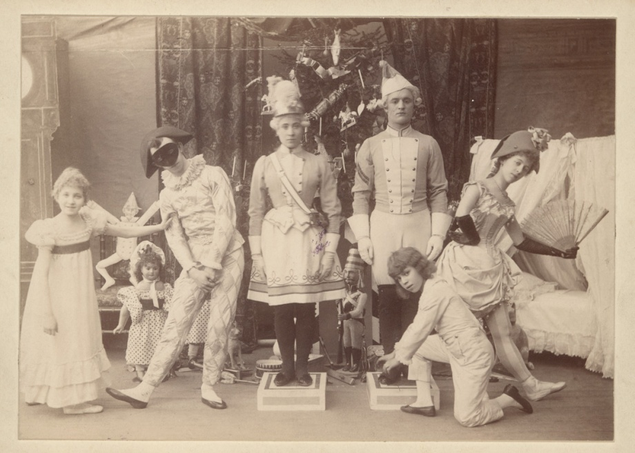 Stanislava Belinskaya as Clara, Alexander Gorsky as Harlequin, Maria Tistrova as the Sutler, Sergei Litavkin as the Soldier, Olga Preobrazhenskaya as Columbine and Vasily Stukolkin as Fritz (1892)
